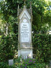 Grabstein der Erzieherin Sybilla von Leonrod auf dem Katholischen Friedhof in Augsburg (Quelle: Wikimedia)