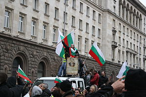 2013 Bulgarian protests against the first Borisov cabinet - Protesters in front of the Presidential Palace carrying flags and a portrait of Vasil Levski