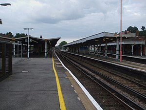 Purley railway station - Image: Purley station platform 3 looking north
