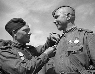 325px-RIAN_archive_601183_Soviet_soldiers_awarded_with_the_Defense_of_Leningrad_Medal.jpg