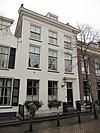 foto van Pand met twee verdiepingen en dwars zadeldak
