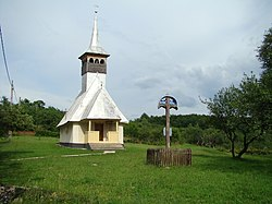 RO MM Codru Butesii wooden church 5.jpg