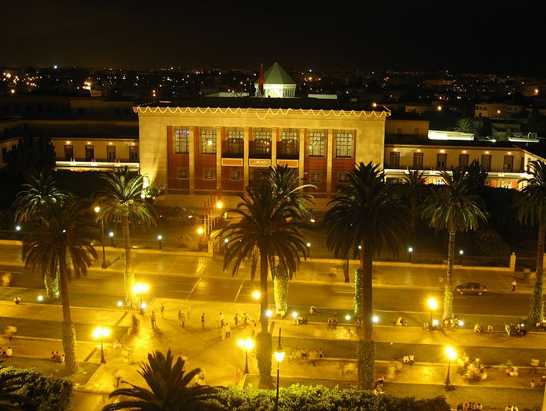 Le Maroc en photos. 796px-Rabat_-_parlament_by_night