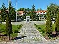 Rewal, plac Sybiraka, zbieg ulic;Mickiewicza, Sonecznej i Kościuszki- Pomnik Sybiraka.jpg