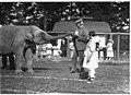 Roald Amundsen and Chukchi girls with elephant at Woodland Park, Seattle, 1921 (MOHAI 1111).jpg