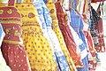 Robes provençales au marché d'Arles.jpg