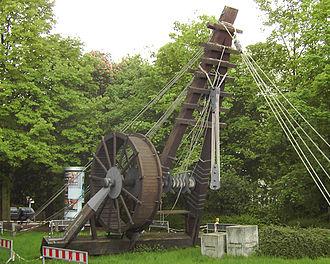 Crane (machine) - Reconstruction of a 10.4 m high Roman Polyspastos powered by a treadwheel at Bonn, Germany