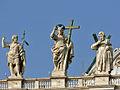 Rom - San Pietro Teil der Skulpturengruppe auf der Basilika (7516835654).jpg