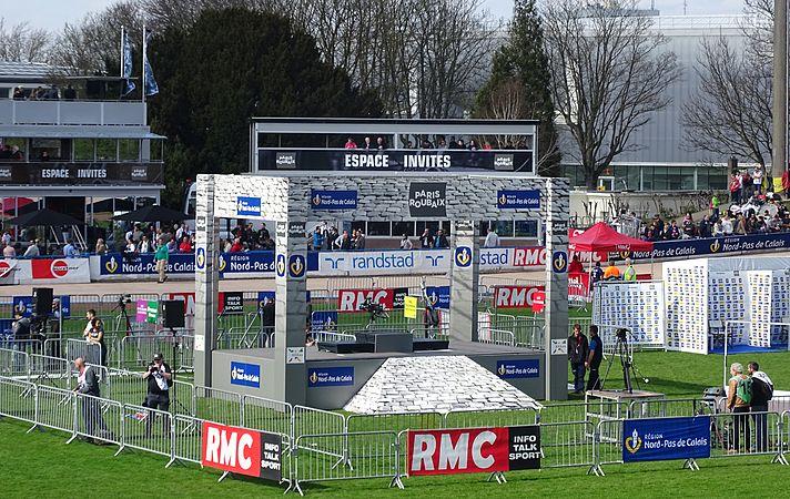 Roubaix - Paris-Roubaix, 12 avril 2015, arrivée (A04).JPG