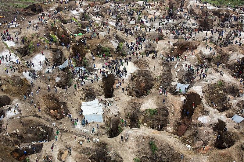 Fichier:SRSG visits coltan mine in Rubaya (13406579753).jpg
