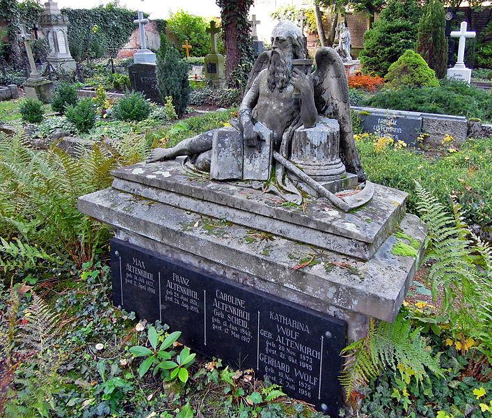 File:Saarlous Friedhof (1).jpg