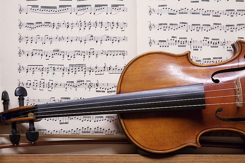 File:Salzburg - Violin - 3204.jpg