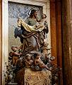 San José y el Niño Jesús, en el centro del retablo de la capilla de San José (Catedral de Sevilla).jpg