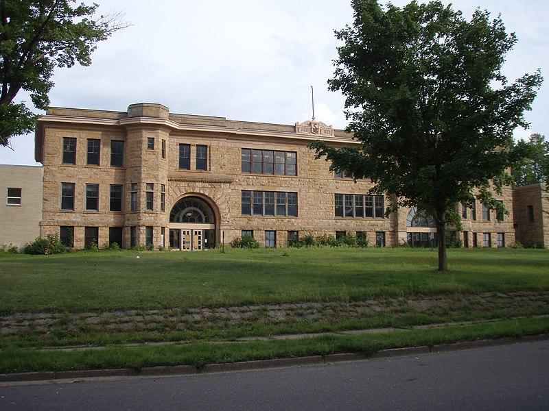 File:Sandstone School.JPG