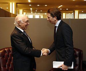Sartaj Aziz - Aziz with Sebastian Kurz, the Austrian Minister for Foreign Affairs