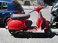 Scooter vespa rouge.jpg