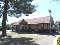 The Aguila Depot, built in 1907 by the Santa Fe, Prescott and Phoenix Railway and moved to the McCormick-Stillman Railroad Park in سکاٹسڈیل، ایریزونا.