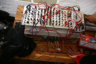 Serge synthesizer analogue modular synthesizer