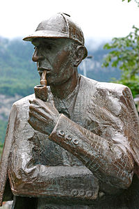 Sherlock Holmes statue at Meiringen1.jpg