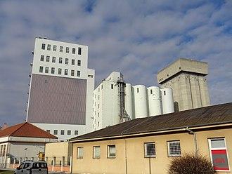 Bulk material handling - Concrete grain storage silos