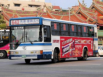 Sindian Bus 266-FD in front of Hsing Tian Kong 20061126.jpg