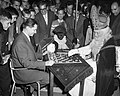 Sint Nicolaas schaakt met Keres, Bestanddeelnr 910-8293.jpg