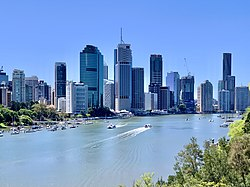 Skyline of Brisbane from Kangaroo Point Cliffs Park, Nov 2020, 05.jpg