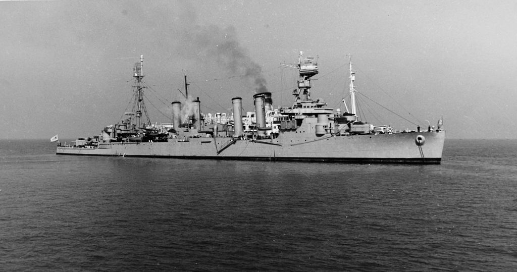 https://upload.wikimedia.org/wikipedia/commons/thumb/c/ca/Soviet_cruiser_Murmansk_off_Lewes%2C_Delaware_%28USA%29%2C_on_15_March_1949_%28NH_71455%29.jpg/1024px-Soviet_cruiser_Murmansk_off_Lewes%2C_Delaware_%28USA%29%2C_on_15_March_1949_%28NH_71455%29.jpg