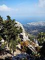 St Hilarion Blick vom Gipfel auf Girne.jpg