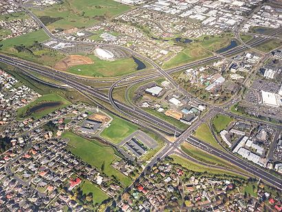 How to get to Manukau with public transport- About the place