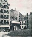 Stationnement devant l Hotel Blanchard de la place Royale vers 1925.jpg