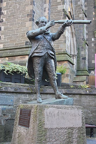 Adam Duncan, 1st Viscount Duncan - Statue of Admiral Duncan, Dundee