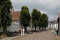 Straßenszene in Thorn unterhalb des Chores der Abteikirche.jpg