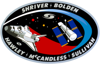 "STS 31 Mission Patch (designed by its crew), NASA artwork<br /><i>Source:</i> <a href=""https://en.wikipedia.org/wiki/File:Sts31_flight_insignia.png"" rel=""external"">Wikipedia</a> 320px-Sts31_flight_insignia.png"