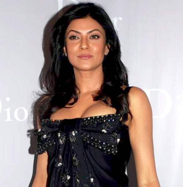 588px Sushmita Sen at the Dior store launch