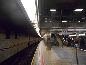 Sutphin Boulevard–Archer Avenue–JFK Airport (Archer Avenue Lines) - Upper level platform, westbound side.