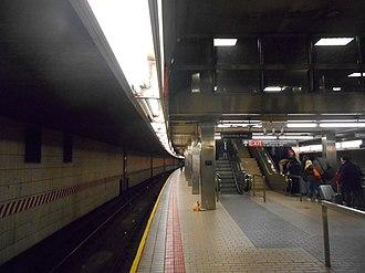 Sutphin Boulevard–Archer Avenue–JFK Airport (Archer Avenue Lines) - Upper level platform, westbound side.