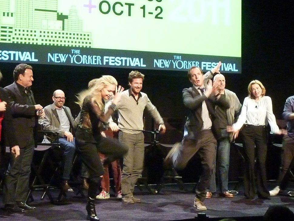 The Cast of Arrested Development does the Chicken Dance