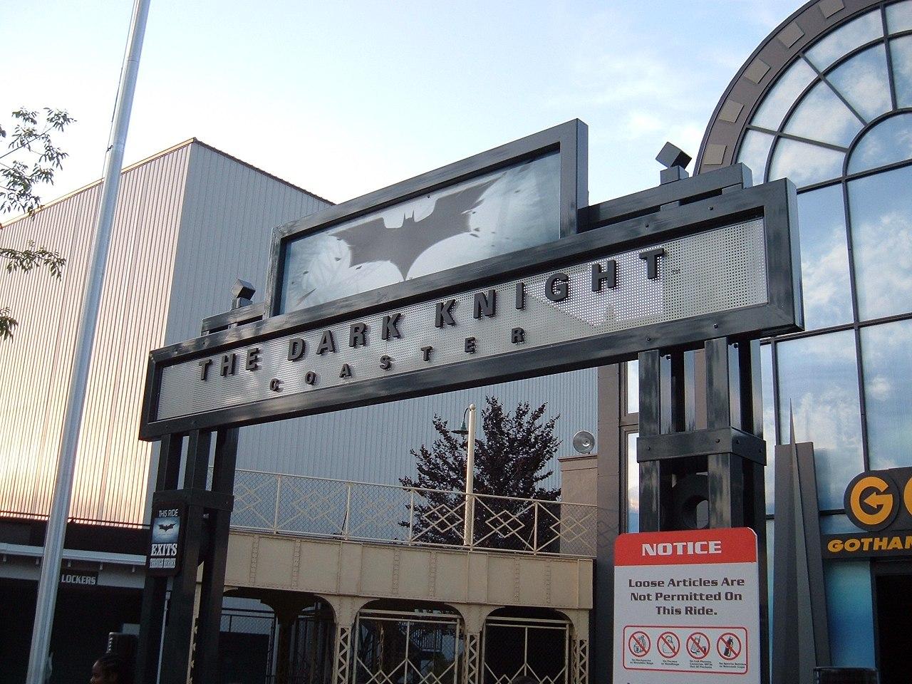 File:The Dark Knight Coaster entrance - 235.0KB