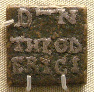 Theoderic the Great - Bronze weight, inlaid with silver, with the name of Theoderic, issued by prefect Catulinus in Rome, 493–526