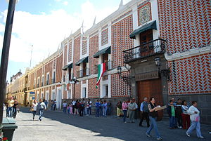 Handcrafts and folk art in Puebla - Buildings with ceramic tiles in the city of Puebla
