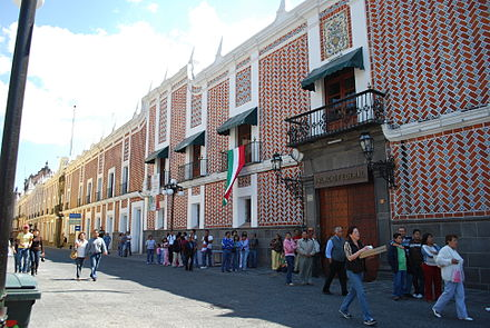 Buildings decorated with tile in the historic center of Puebla TiledBldgs5OrientePuebla.JPG