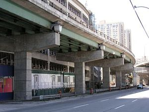 Urban seismic risk - Gardiner Expressway, Toronto's elevated expressway
