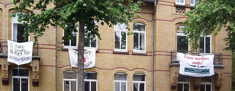 Transparente an einem Haus im Kreuzbergring, Göttingen