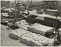 Transport van bloembollen op schepen voor de export. NL-HlmNHA 54005545.JPG