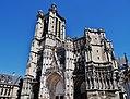 Troyes Cathédrale St. Pierre et Paul Fassade 4.jpg