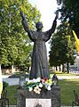 Trzebnica, pomnik Jana Pawła II przed bazyliką pw. św. Jadwigi i św. Bartłomieja Apostoła - Aw58(MW).jpg