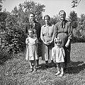 Tunčeva mati Rozka Kavčič in drugi iz Mislič 1955.jpg