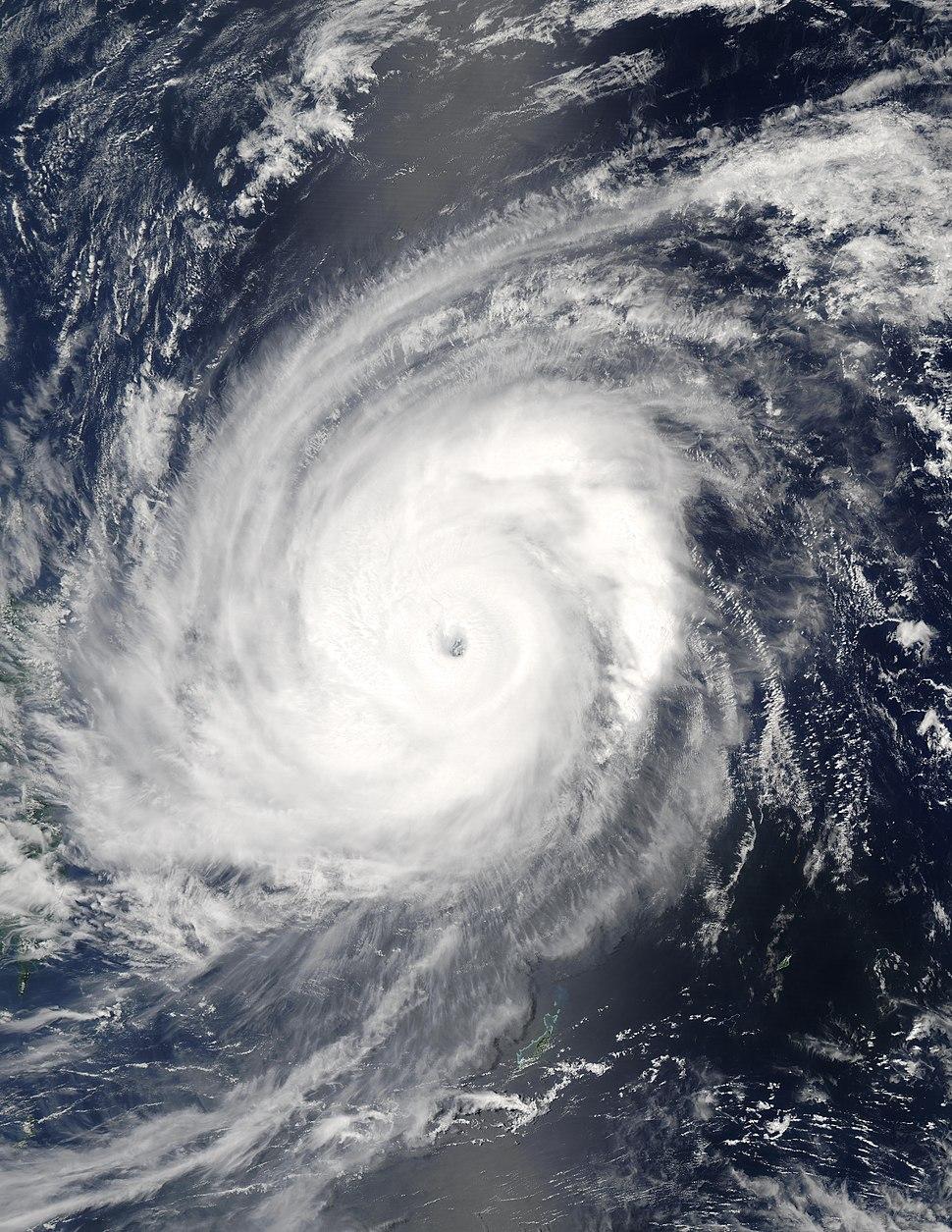 Typhoon Sudal 11 apr 2004 0425Z