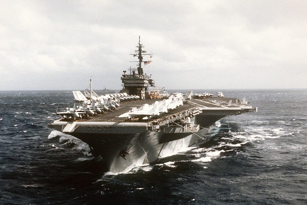 اول مواجهه جويه بين الاخوه الاعداء : ال F-14 Tomcat ضد ال F-4 Phantom  1024px-USS_Constellation_%28CV-64%29_underway_bow_view
